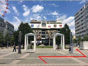 ②駅出てすぐ矢印(300x225).png